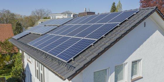 Foto: Wohnhaus in Radolfzell mit Photovoltaikanlage, © Plattform EE BW / Kuhnle & Knödler
