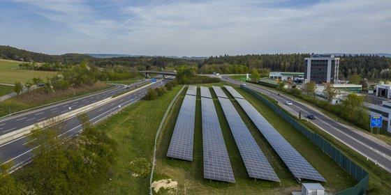 Sympathischer als Atomkraftwerke und nicht strahlend: Solarpark bei Engen in Baden-Württemberg, © Plattform EE BW / Kuhnle & Knödler
