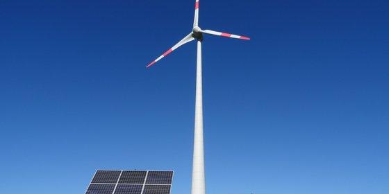 Foto: Windkraft- und Photovoltaikanlagen, © BWE-SM